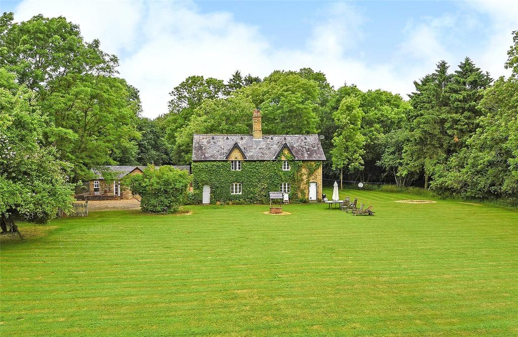 5 Bedrooms Detached House for sale in Keepers Cottage, Wicken Road, Leckhampstead, Buckinghamshire, MK18