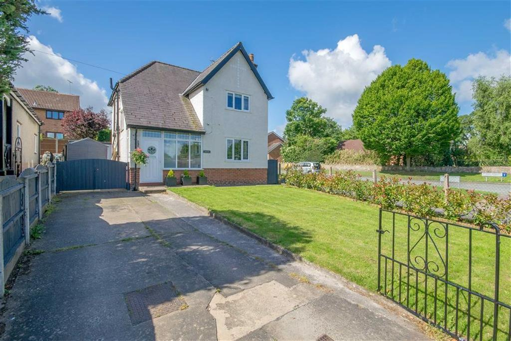 3 Bedrooms Detached House for sale in Bryn Coch Lane, Mold