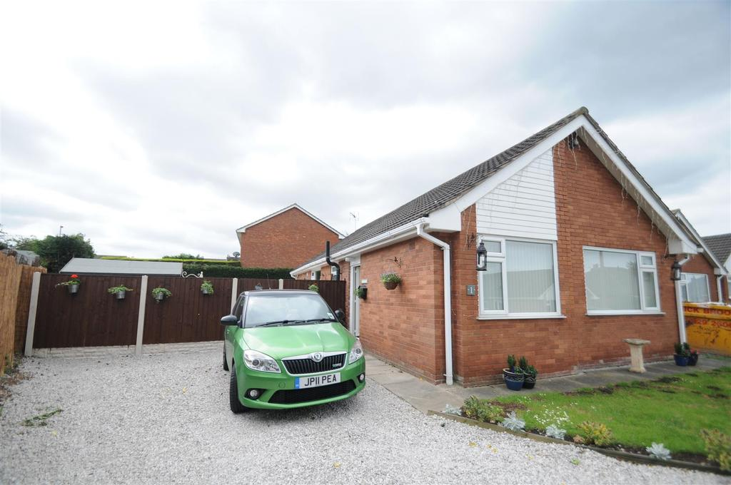 2 Bedrooms Detached Bungalow for sale in Bickerton Avenue, Frodsham