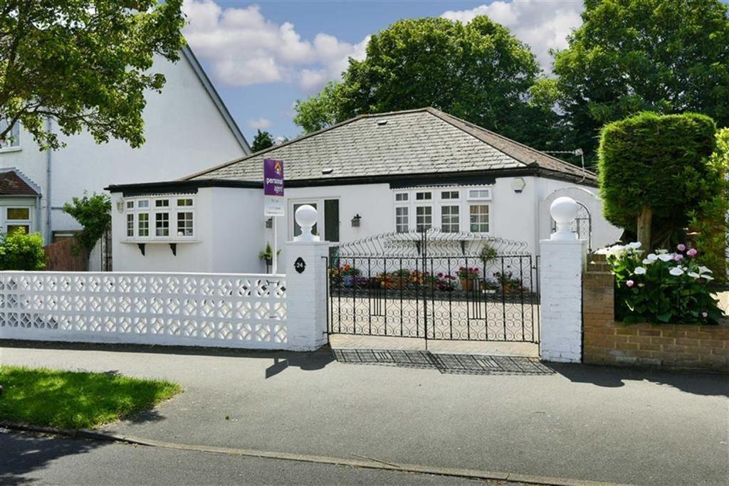 3 Bedrooms Detached Bungalow for sale in All Saints Road, Sutton, Surrey