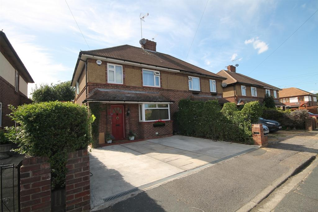 3 Bedrooms Semi Detached House for sale in Hensworth Road, Ashford, Surrey