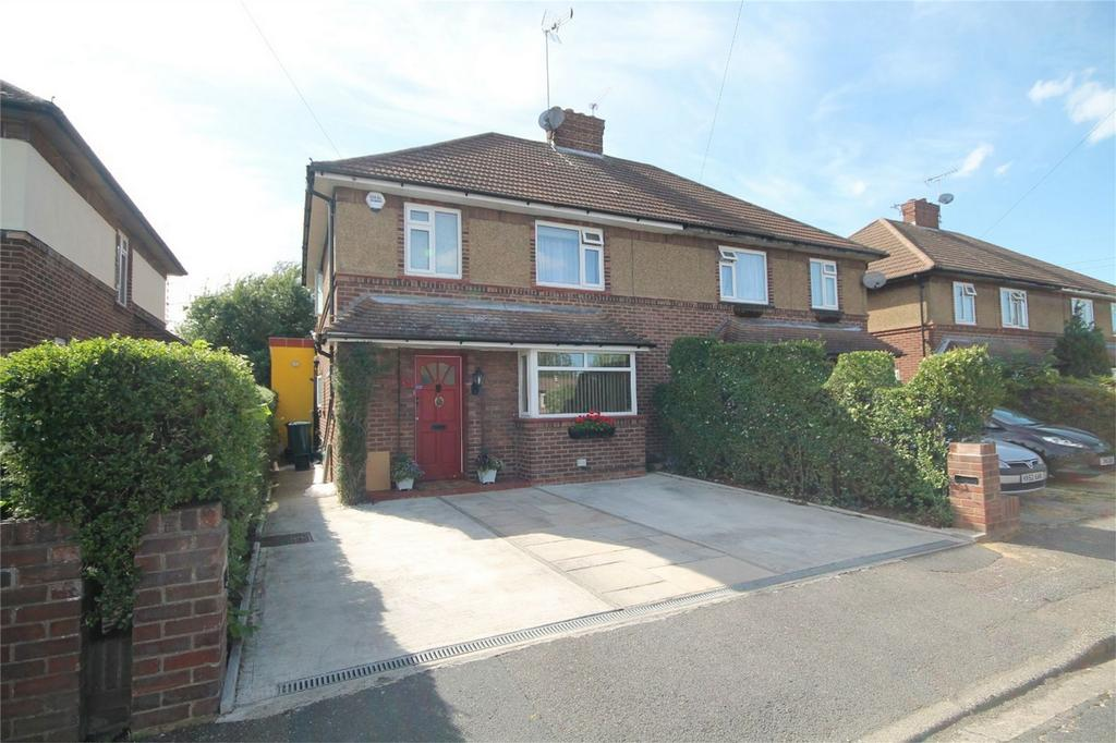 4 Bedrooms Semi Detached House for sale in Hensworth Road, Ashford, Surrey