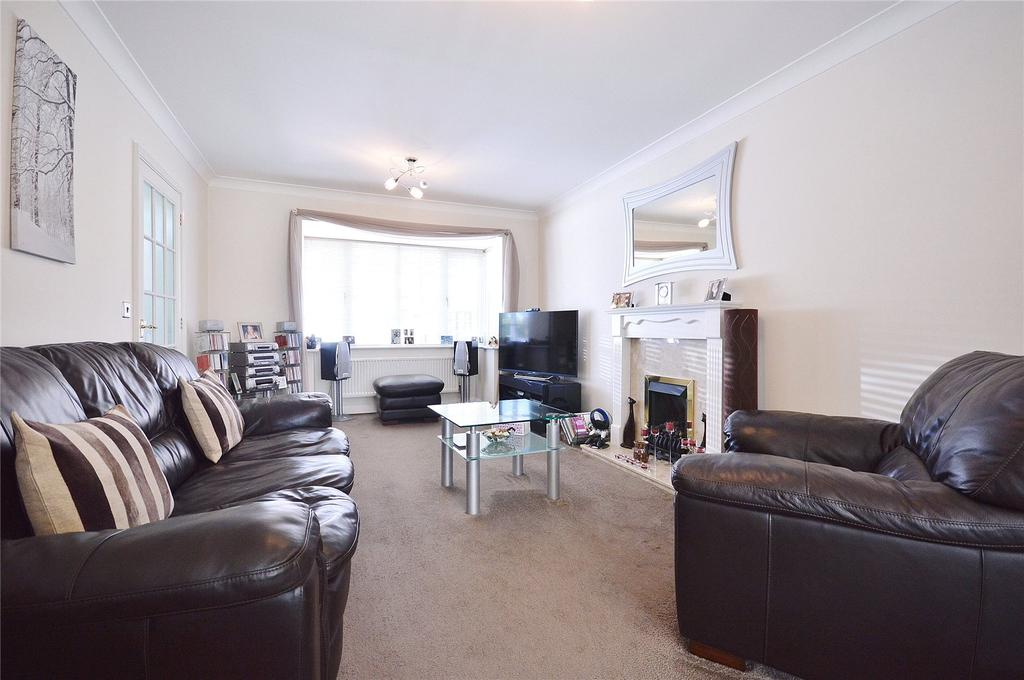 3 Bedrooms Detached House for sale in Royce Grove, Watford, Leavesden, Hertfordshire, WD25