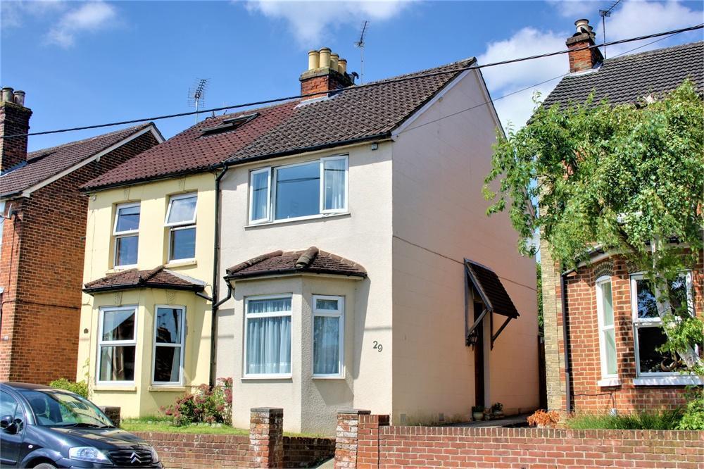 3 Bedrooms Semi Detached House for sale in Weybourne Road, Farnham, Surrey