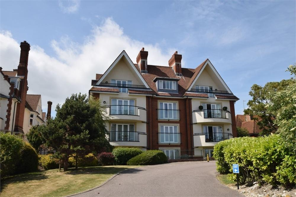 3 Bedrooms Flat for sale in Staveley Road, Meads, East Sussex