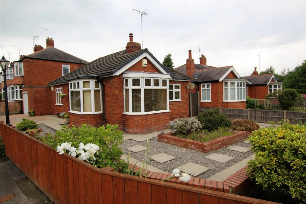 2 Bedrooms Detached Bungalow for sale in Manor Road, Beverley, East Riding of Yorkshire