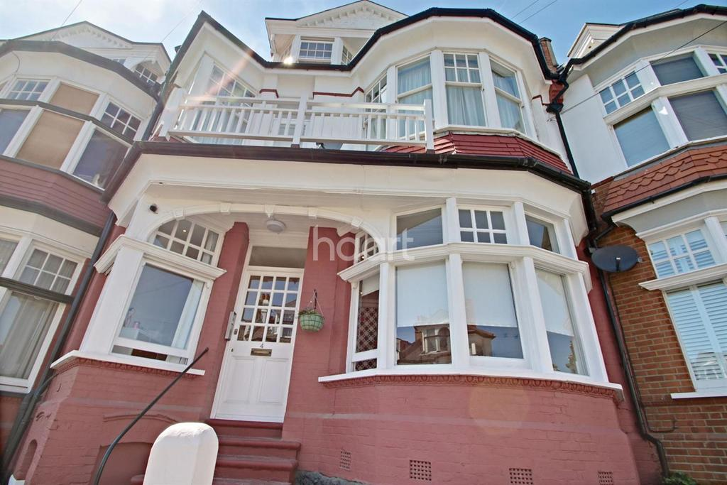 2 Bedrooms Flat for sale in Palmeira Avenue