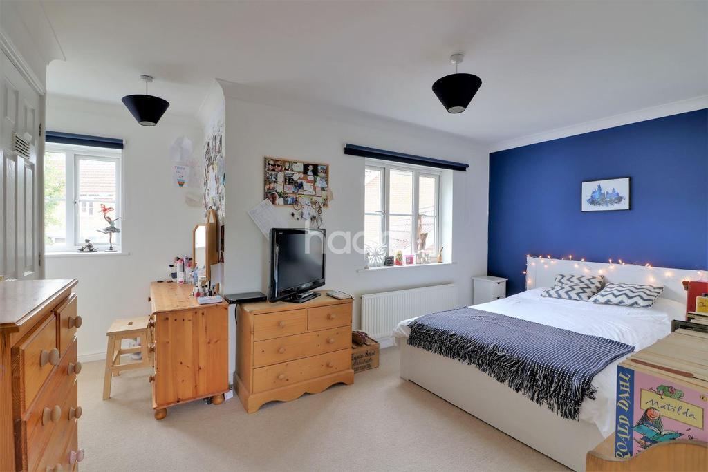 4 Bedrooms Detached House for sale in De Havilland Road, Dereham