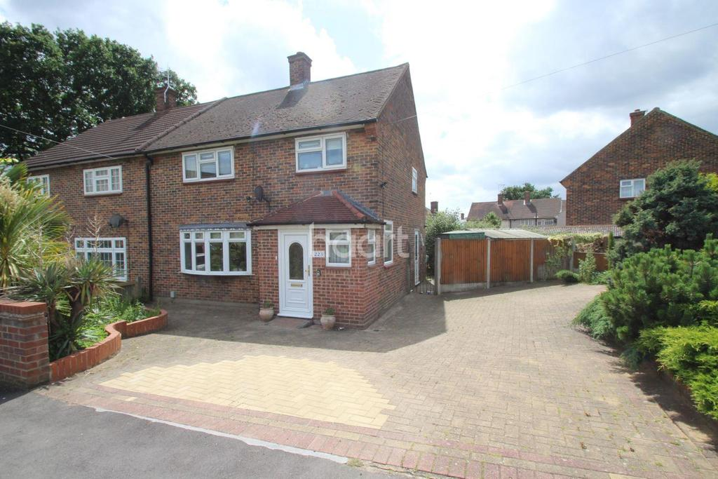 4 Bedrooms Semi Detached House for sale in Gooshays Drive, Romford, RM3 8YJ
