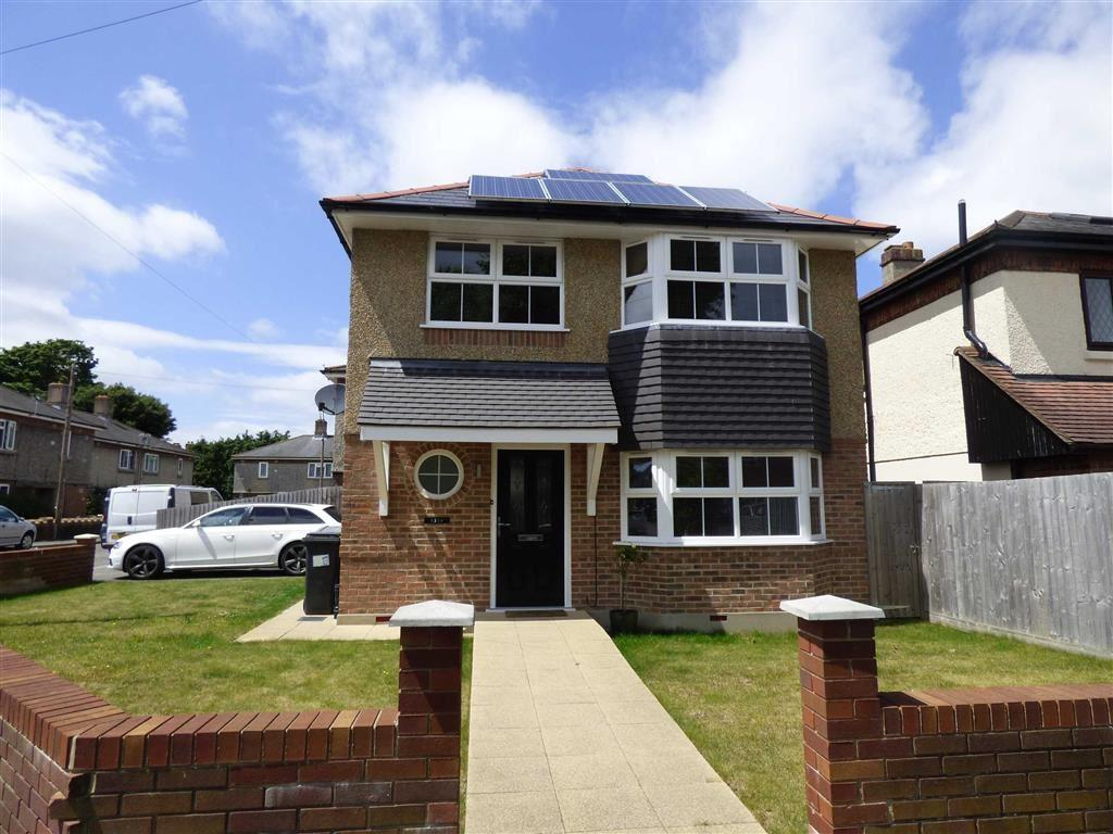 3 Bedrooms Detached House for sale in Chaminster Road, Bournemouth, Dorset, BH8
