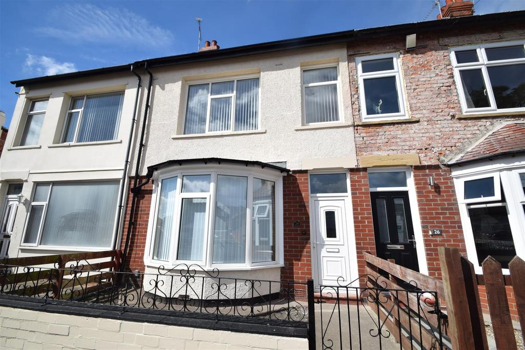 4 Bedrooms Terraced House for sale in Clovelly Gardens, Whitley Bay