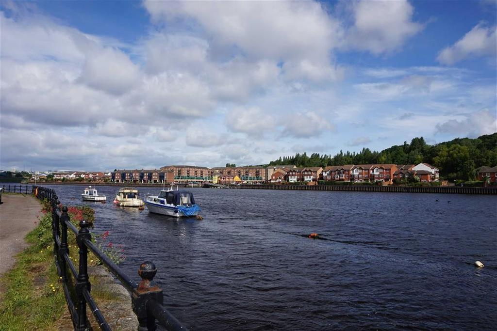 2 Bedrooms Apartment Flat for sale in Friars Wharf, Gateshead, Tyne And Wear, NE10