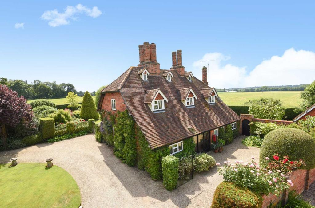 4 Bedrooms Detached House for sale in Church Lane, Arborfield