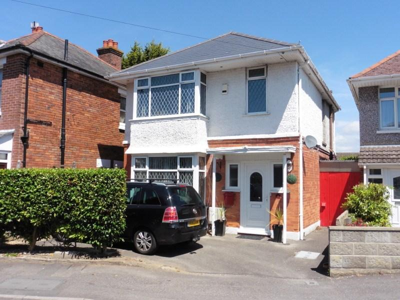 3 Bedrooms Detached House for sale in Oswald Road, Moordown, Bournemouth