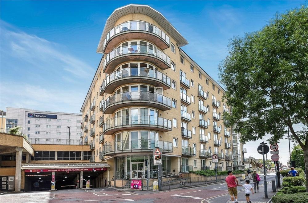 1 Bedroom Flat for sale in Bergenia House, Bedfont Lane, Feltham, Greater London