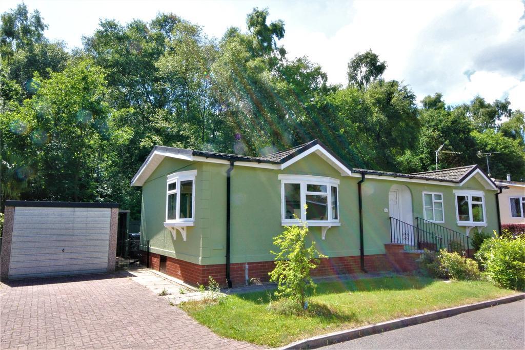 2 Bedrooms Detached Bungalow for sale in Oaklands Park, Roughton Moor, LN10