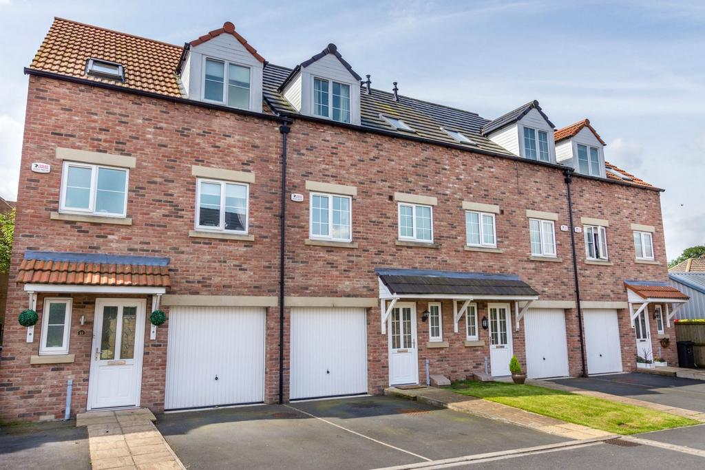 4 Bedrooms Terraced House for sale in 23 Badgers Way, Cliffe, Selby, North Yorkshire