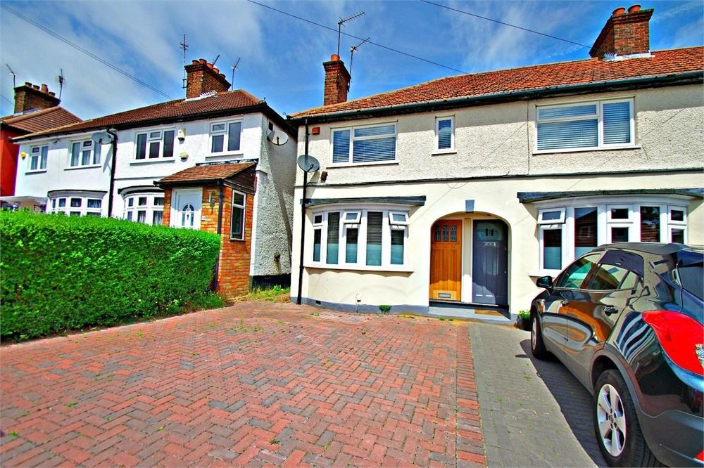 2 Bedrooms Maisonette Flat for sale in Berry Avenue, WATFORD, Hertfordshire