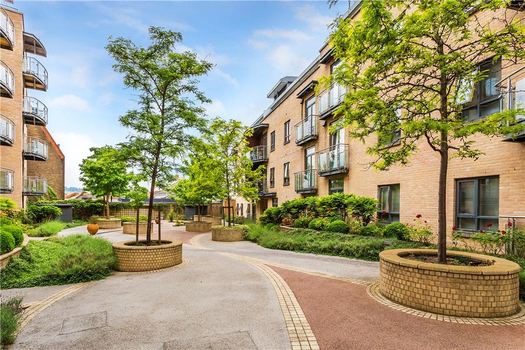 2 Bedrooms Penthouse Flat for sale in Trinity Gate, Epsom Road, Guildford, Surrey, GU1