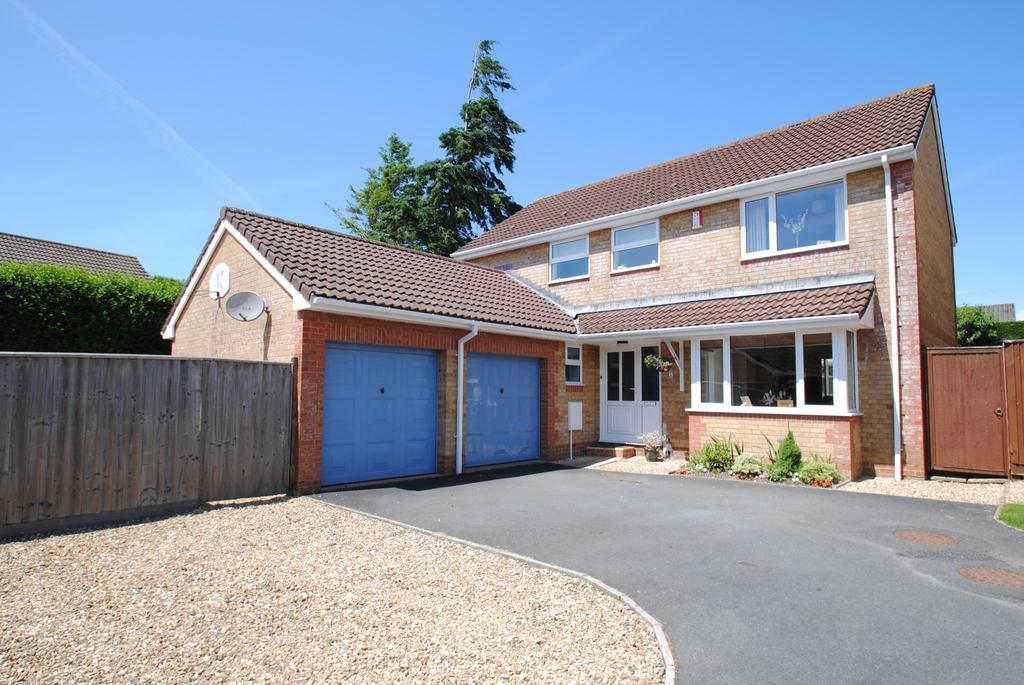 4 Bedrooms Detached House for sale in Higher Elmwood, Roundswell