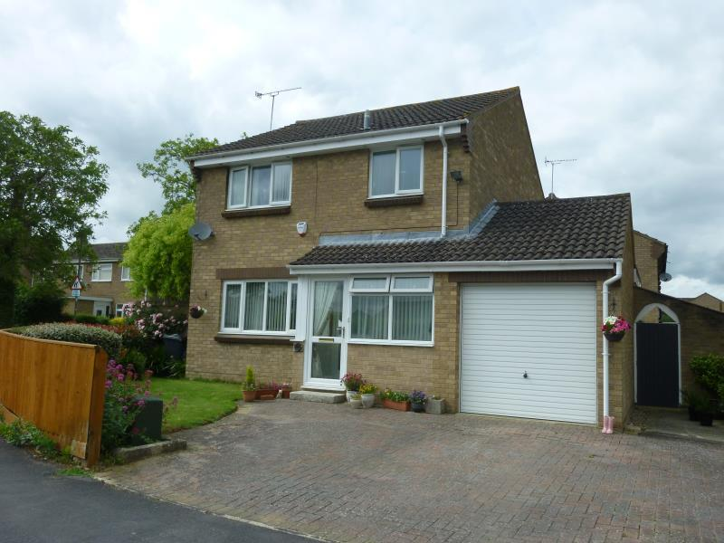3 Bedrooms Detached House for sale in Arkell Avenue, Carterton, Oxon