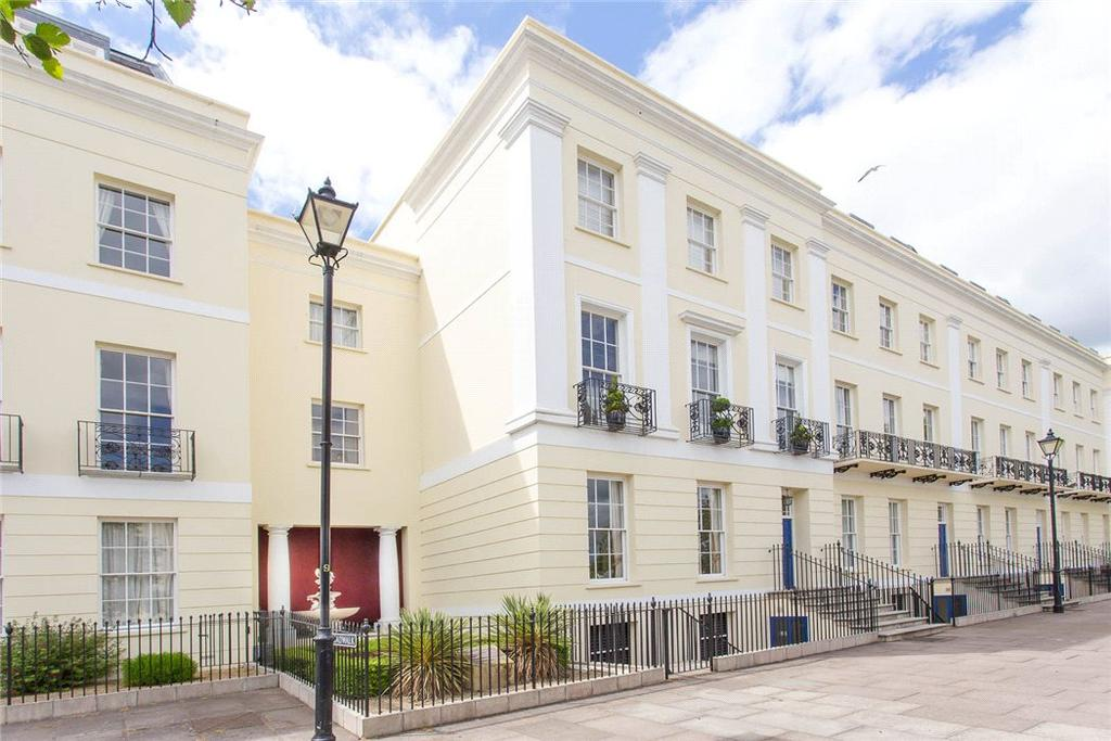 3 Bedrooms Flat for sale in The Broad Walk, Imperial Square, Cheltenham, Gloucestershire, GL50