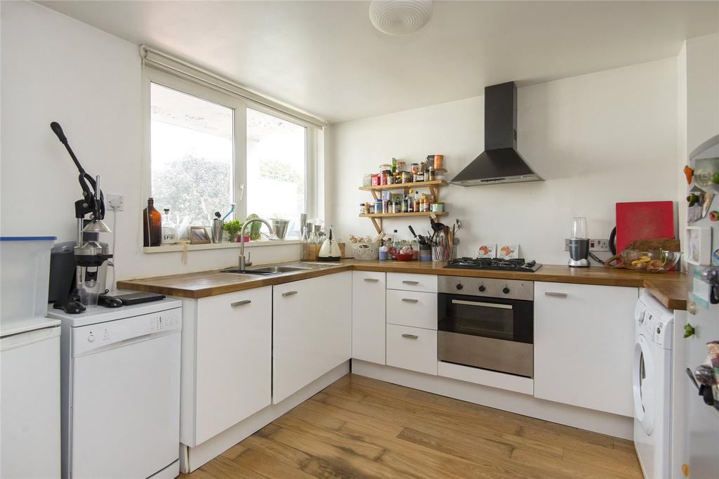 3 Bedrooms Flat for sale in Ballance Road, Hackney, London, E9
