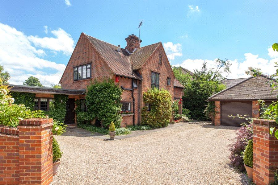 5 Bedrooms Detached House for sale in Sandelswood End, Beaconsfield, Buckinghamshire, HP9