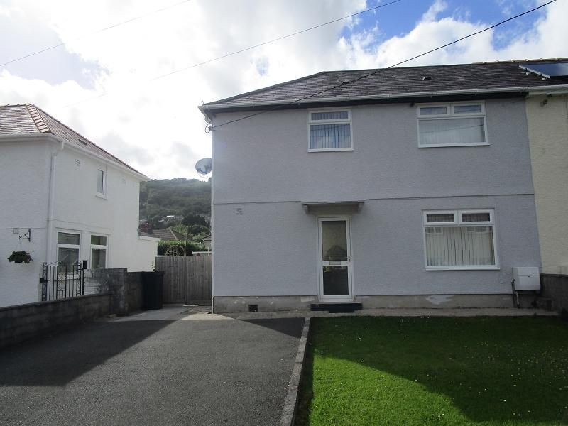 3 Bedrooms Semi Detached House for sale in Minyffordd , Ystalyfera, Swansea.