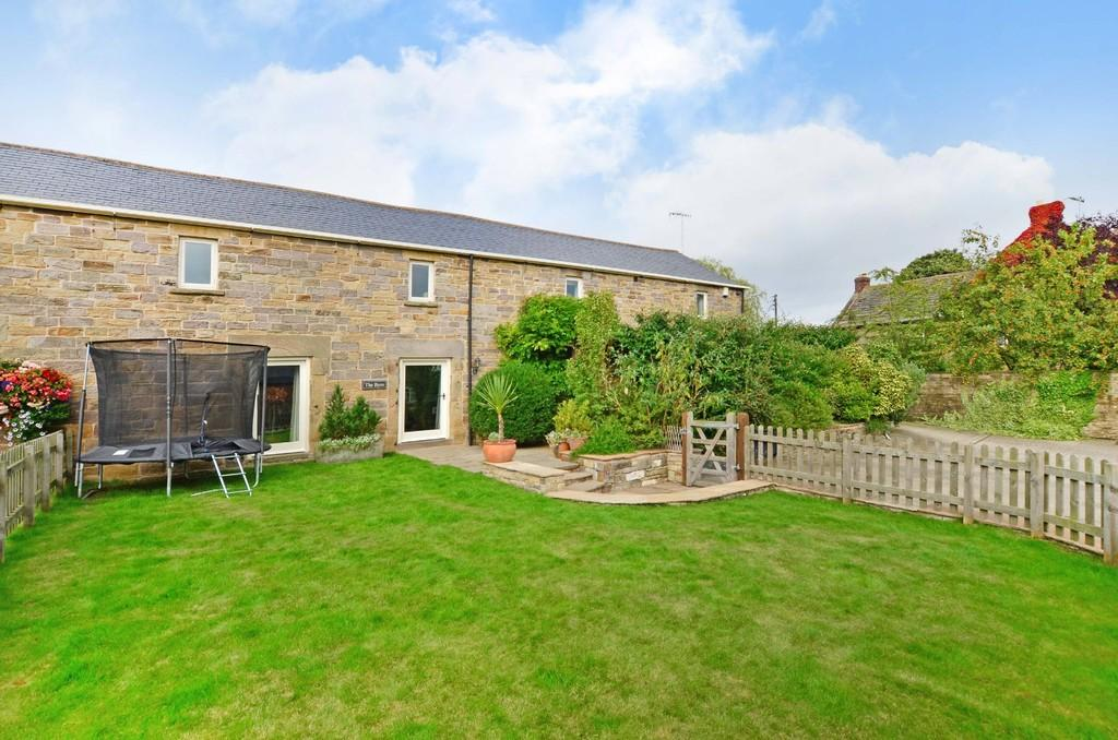 5 Bedrooms Barn Conversion Character Property for sale in The Byre, Barlow Lees, Barlow, Dronfield, S18 7SW