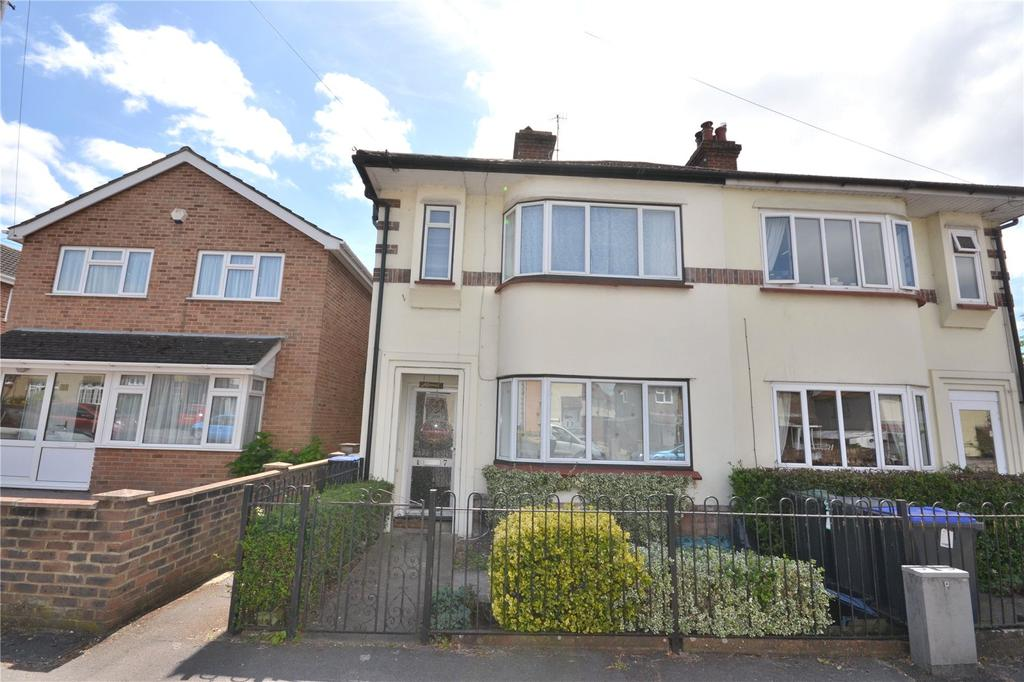 3 Bedrooms Semi Detached House for sale in Butts Road, Salisbury
