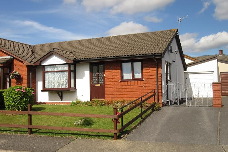 2 Bedrooms Bungalow for sale in , Langer Way, Clydach, Swansea.