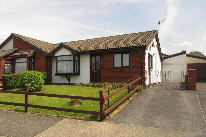 2 Bedrooms Bungalow for sale in , Langer Way, Clydach, Swansea.