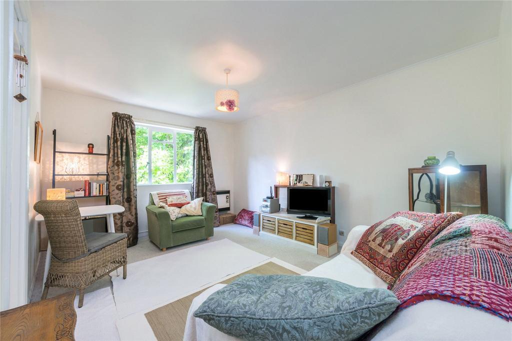 1 Bedroom Flat for sale in Beresford Road, Highbury, London