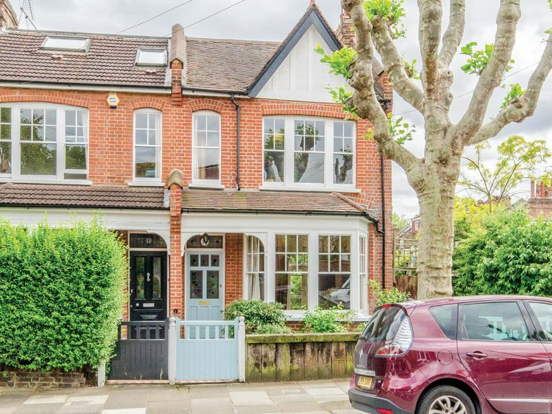 4 Bedrooms Semi Detached House for sale in Clovelly Road, N8