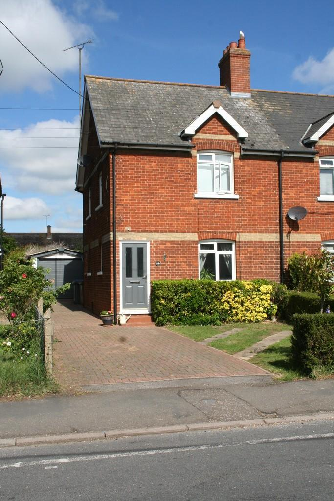 3 Bedrooms Semi Detached House for sale in Old Barrack Road, Woodbridge