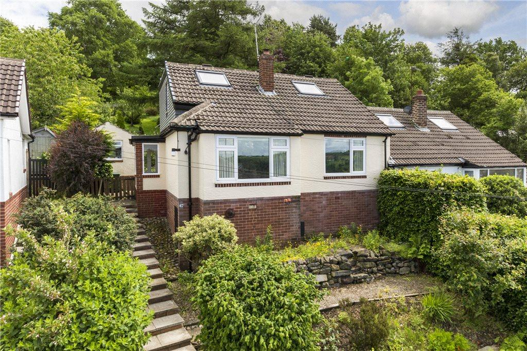 3 Bedrooms Semi Detached House for sale in Hillside Avenue, Guiseley, Leeds, West Yorkshire