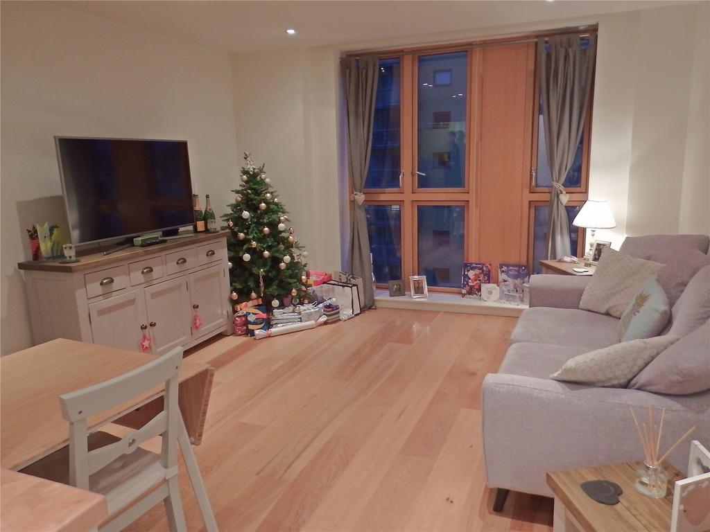 1 Bedroom Flat for sale in Watermans Place, Wharf Approach, Leeds, West Yorkshire, LS1