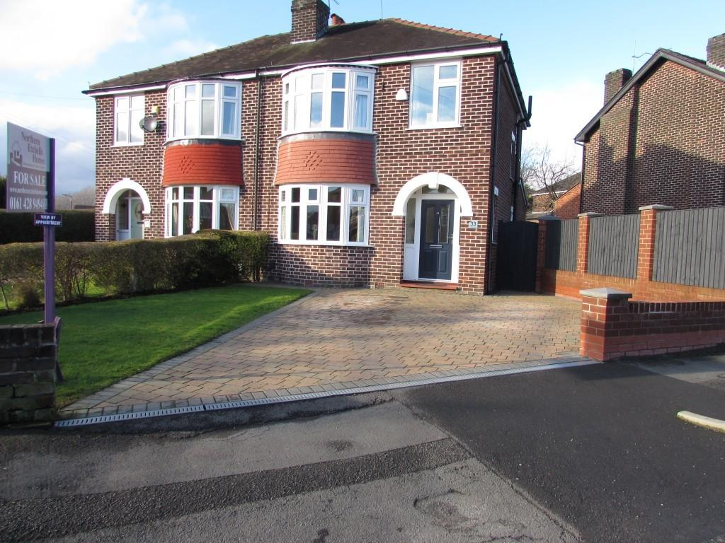 3 Bedrooms Semi Detached House for sale in Pendlebury Road, Gatley, Cheshire