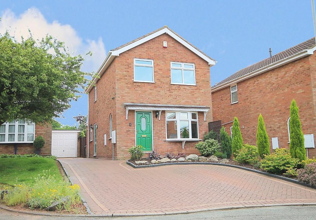 3 Bedrooms Detached House for sale in Amicombe, Wilnecote, Tamworth, B77 4JJ