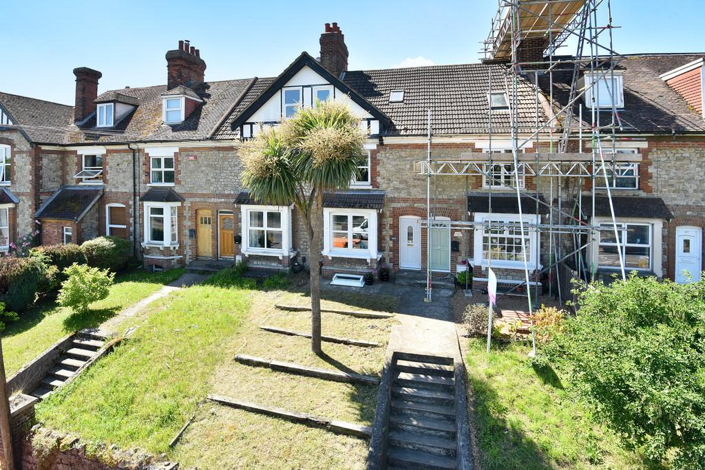 3 Bedrooms Terraced House for sale in London Road, Ditton