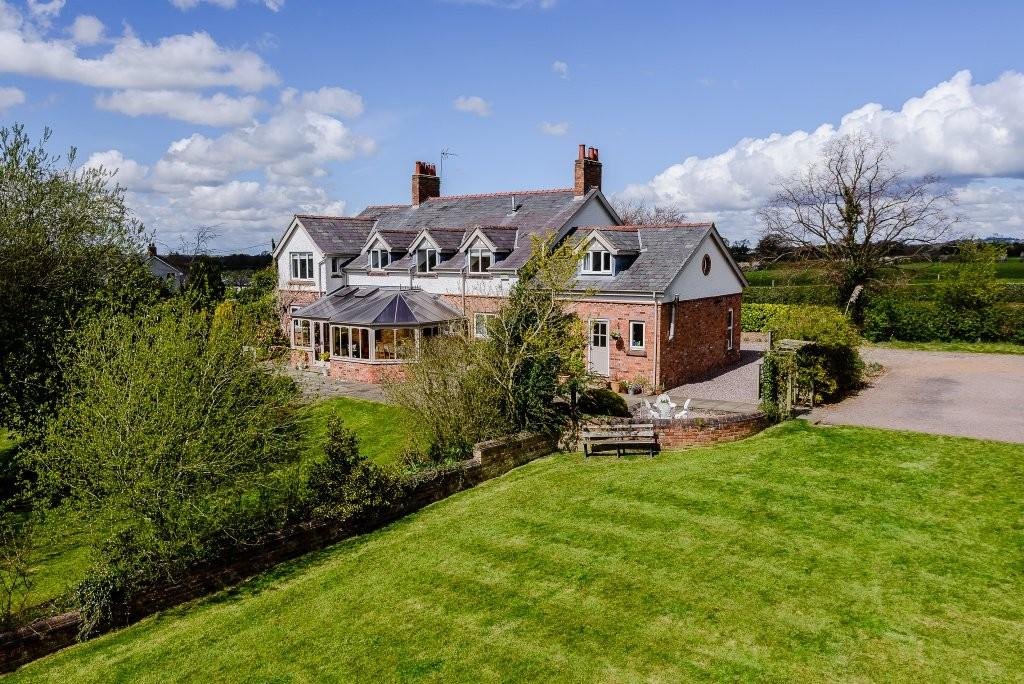 6 Bedrooms Detached House for sale in The Beeches, Huxley Lane, Huxley