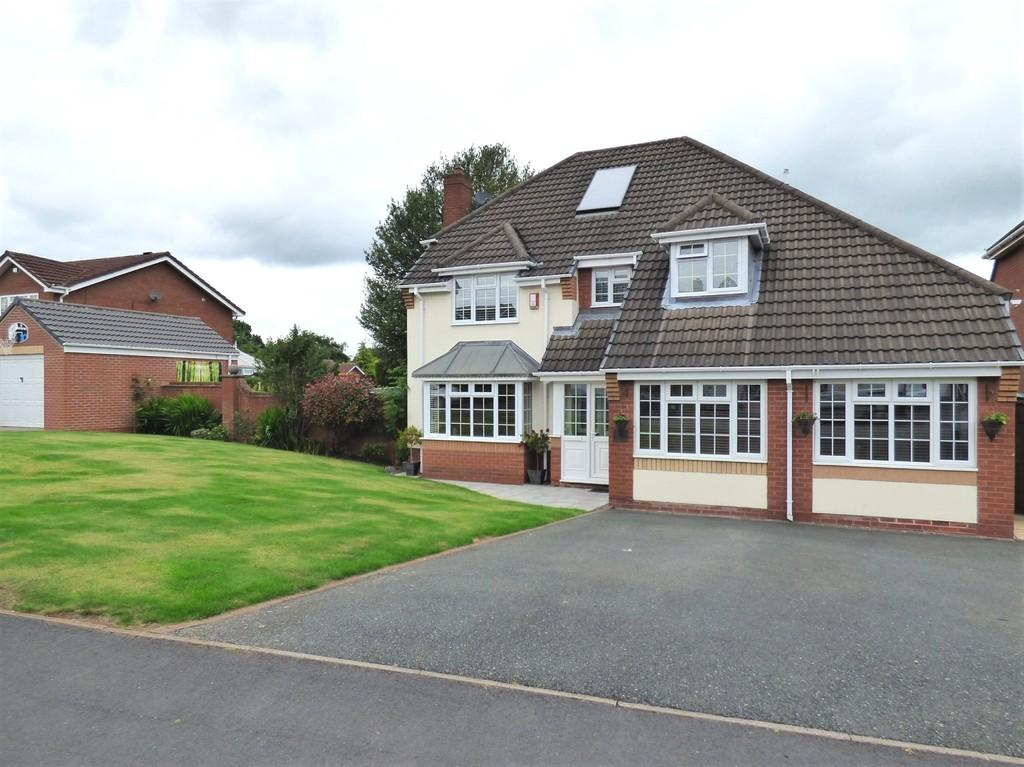 4 Bedrooms Detached House for sale in Trevithick Close, Burntwood