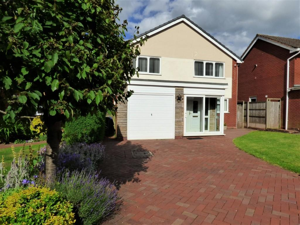 4 Bedrooms Detached House for sale in Severn Drive, Burntwood