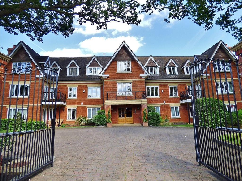 2 Bedrooms Flat for sale in Old Avenue, Weybridge, Surrey, KT13