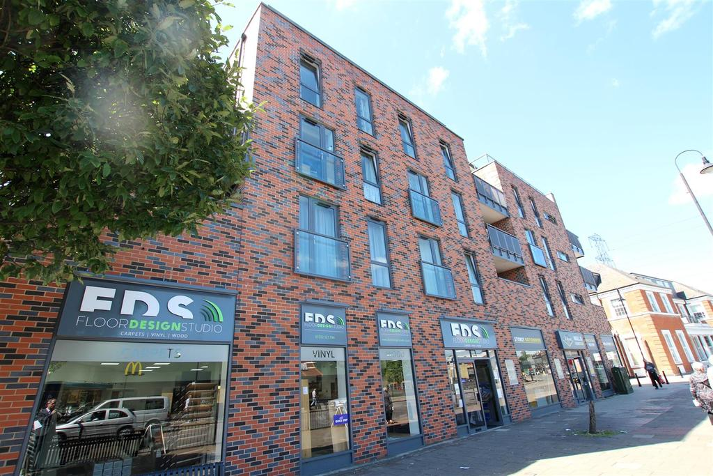 2 Bedrooms Apartment Flat for sale in Townhall Square, Crayford