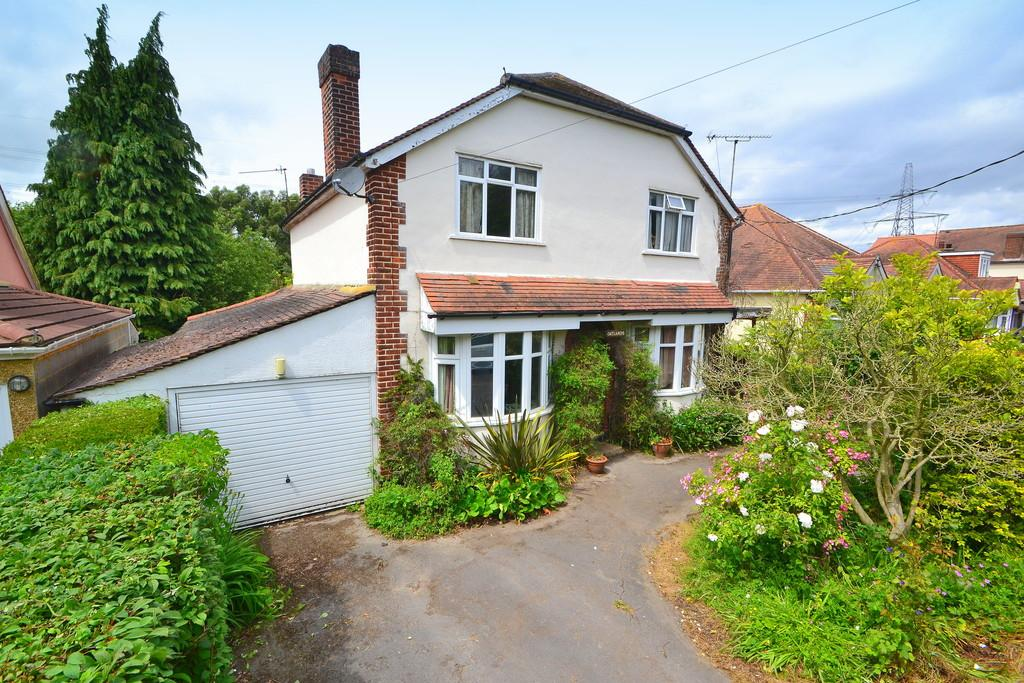 3 Bedrooms Detached House for sale in Southend Road, Howe Green