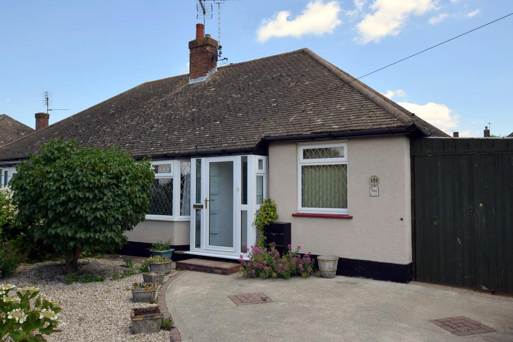2 Bedrooms Semi Detached Bungalow for sale in Poplar Drive, Greenhill, Herne Bay