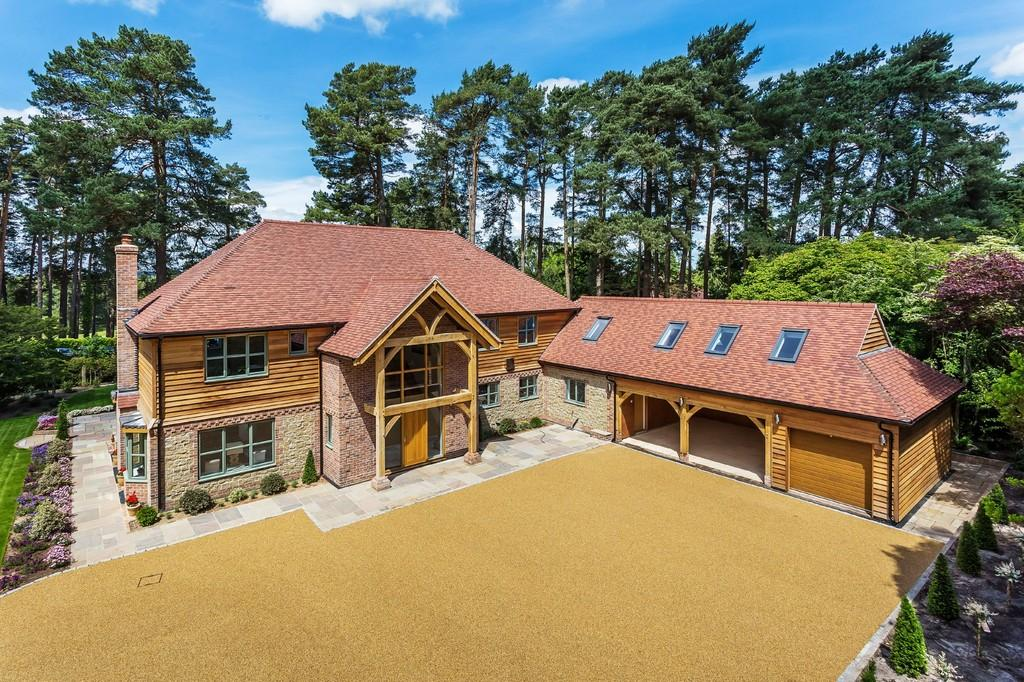 5 Bedrooms Detached House for sale in Liphook, Hampshire