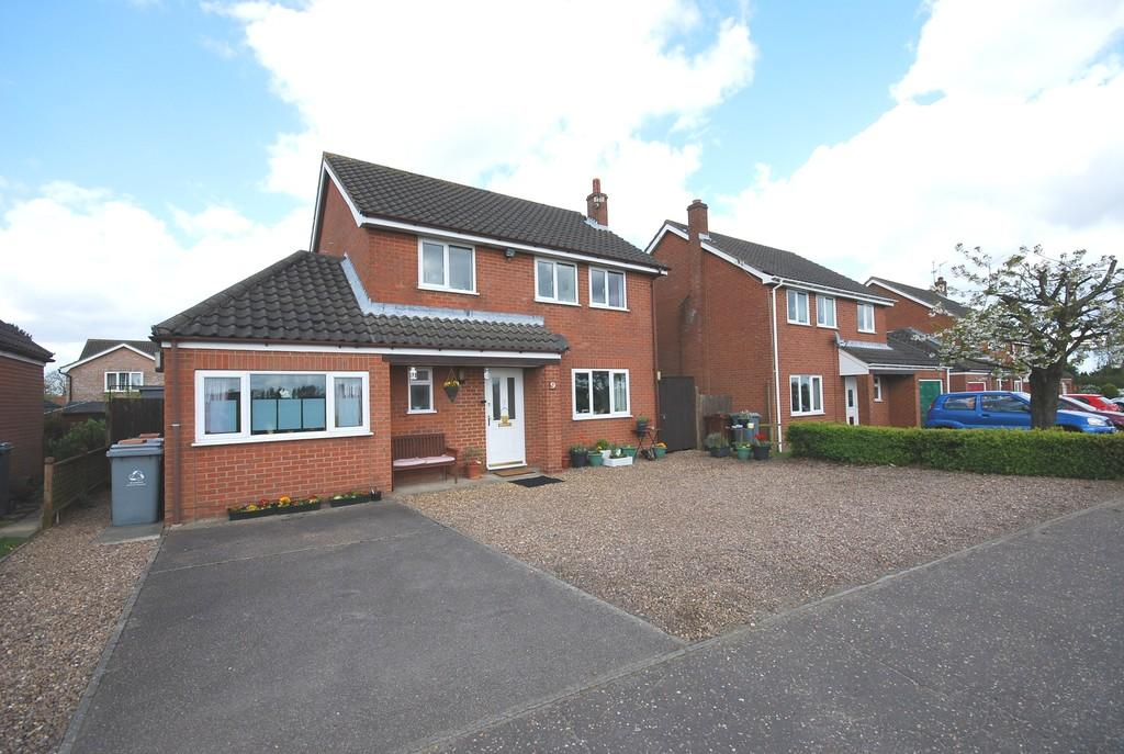 3 Bedrooms Detached House for sale in Spixworth Road, Horsham St. Faith